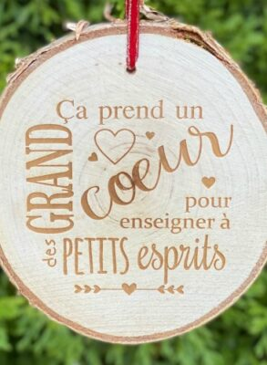 """Gift for French teachers - engraved rustic birch ornament saying """"it takes a big heart to help shape little minds"""" in French."""